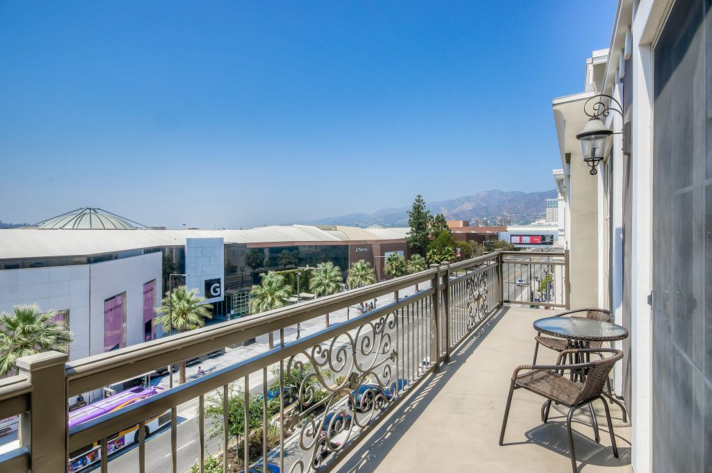 Gorgeous views in every unit at Bedford Corporate Housing's property in Glendale Americana. For the best short term lease in Los Angeles, contact Bedford.