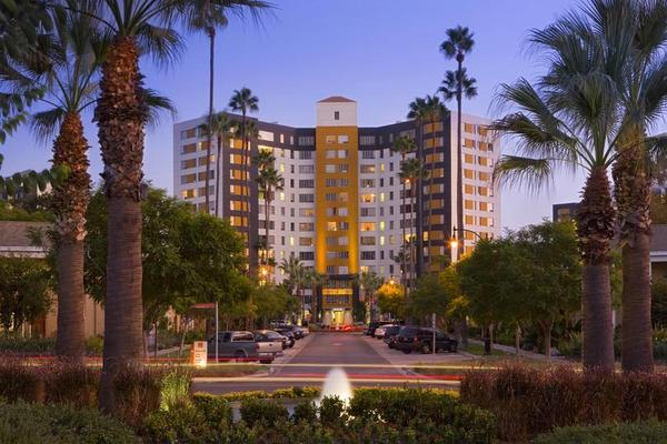 Exterior of Bedford Corporate Housing apartments on La Brea. Short Term Rental in Los Angeles near the Grove.