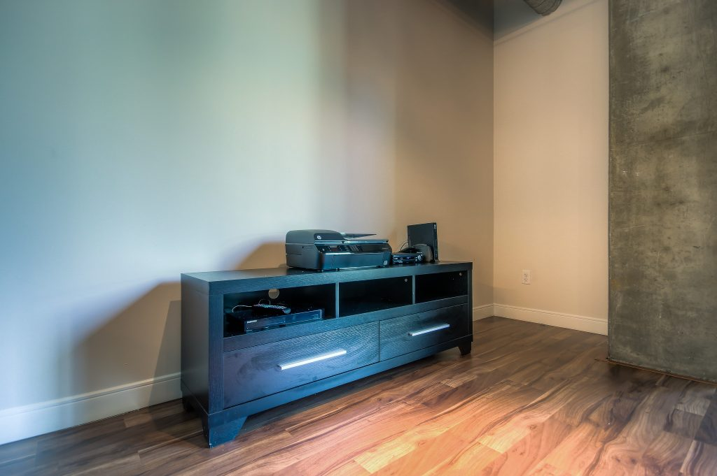 Hardwood floors in every unit at Bedford Corporate Housing's property in Downtown LA near LA Live. For the best temporary housing in Los Angeles, contact Bedford.