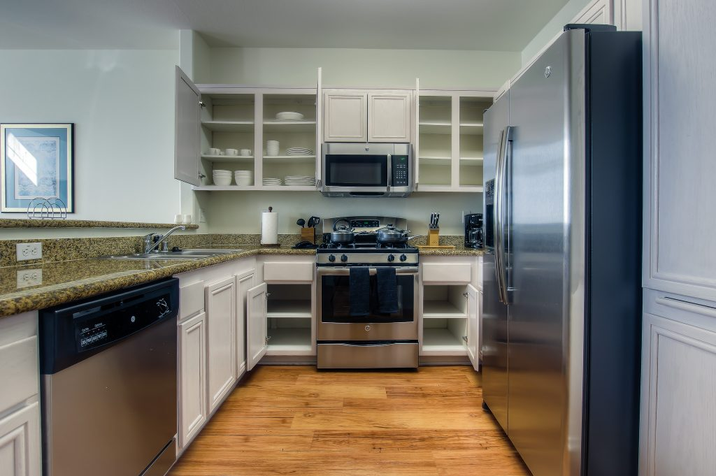 Furnished kitchen included with every unit at Bedford Corporate Housing's property in Hollywood near The Grove East/West. For the best furnished apartments in Los Angeles, contact Bedford.