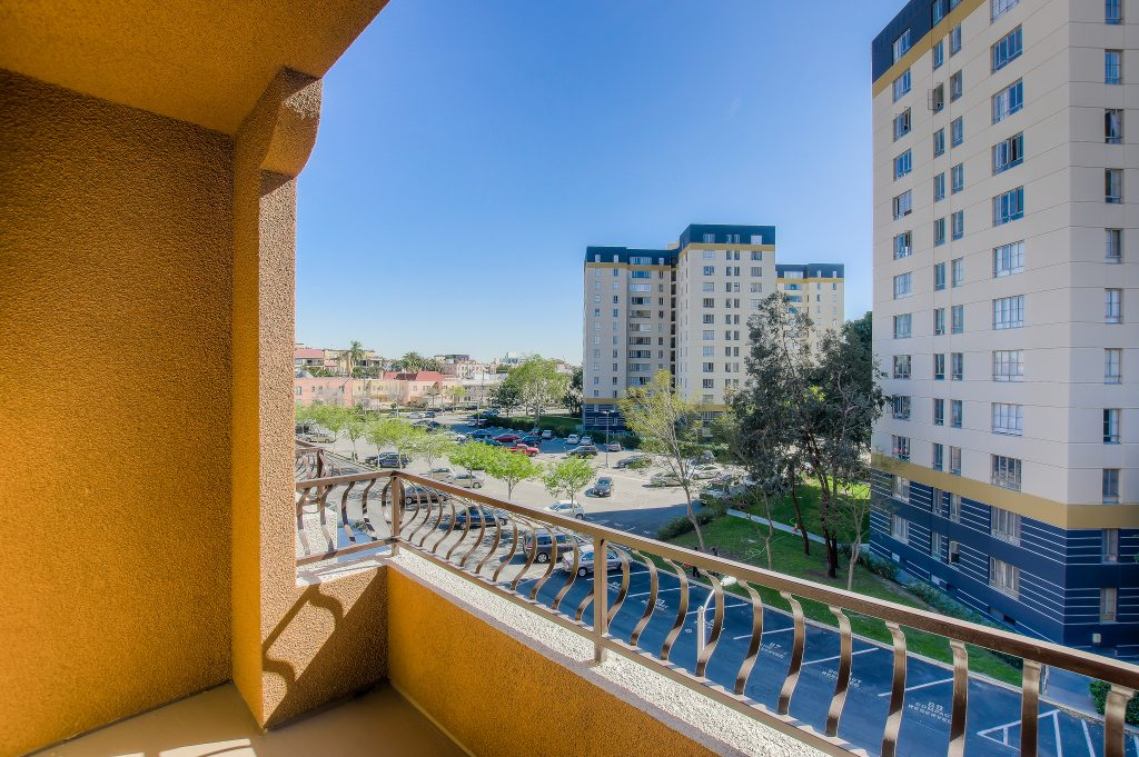 Beautiful views at Bedford Corporate Housing's property in Hollywood near The Grove East/West. For the best short term apartments in Los Angeles, contact Bedford
