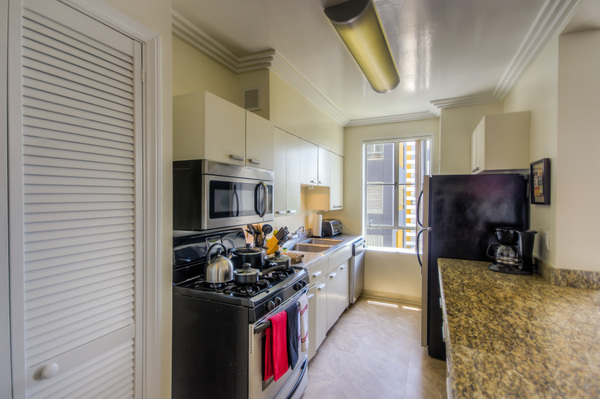 Furnished kitchens in every unit at Bedford Corporate Housing's property in Hollywood near The Grove Towers. For the best corporate apartments in Los Angeles, contact Bedford.