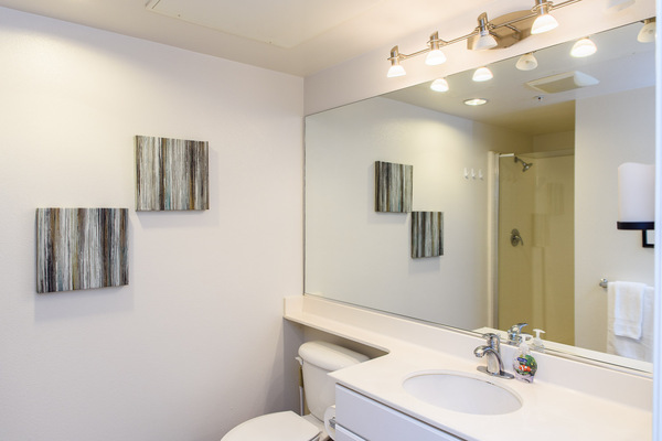 Furnished bathrooms in every unit at Bedford Corporate Housing's property at Irvine Village. For the best Short Term Apartments in Los Angeles, contact Bedford.