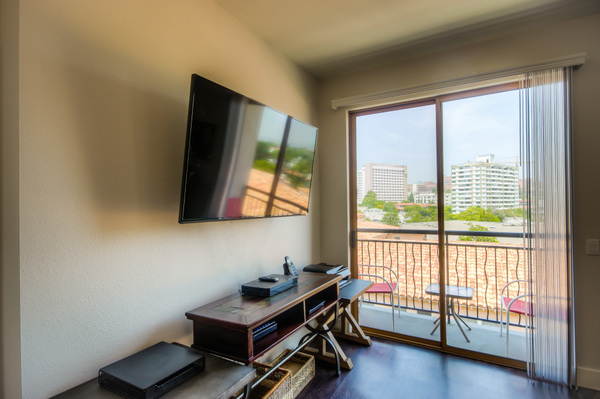 Advanced technologies available at Bedford Corporate Housing's property in Westwood Wilshire Corridor. For the best Furnished Apartments in Los Angeles, contact Bedford.