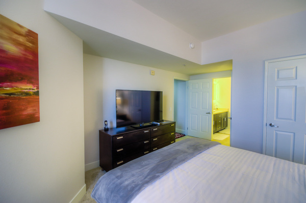The beautiful, spacious bedroom available at Bedford Corporate Housing's property in Westwood Wilshire Corridor. For the best Furnished Apartments in Los Angeles, contact Bedford.