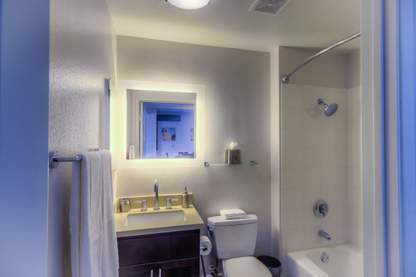 Modern bathroom at Bedford Corporate Housing's property in Westwood Wilshire Corridor. For the best Furnished Apartments in Los Angeles, contact Bedford.