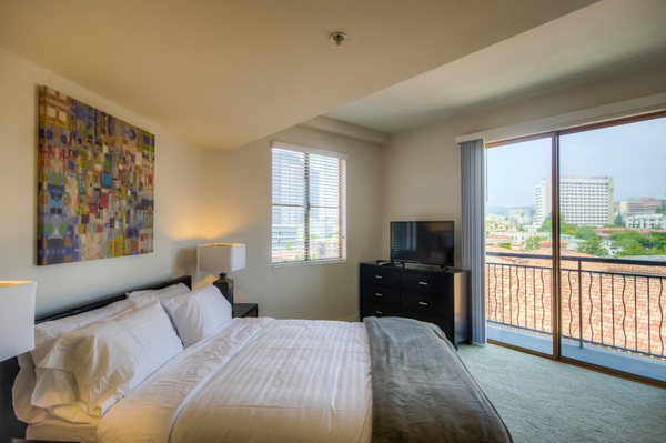 Beautiful, spacious bedroom at Bedford Corporate Housing's property in Westwood Wilshire Corridor. For the best Furnished Apartments in Los Angeles, contact Bedford.