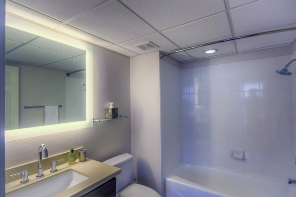 Modern bathrooms available at Bedford Corporate Housing's property in Westwood Wilshire Corridor. For the best Furnished Apartments in Los Angeles, contact Bedford.