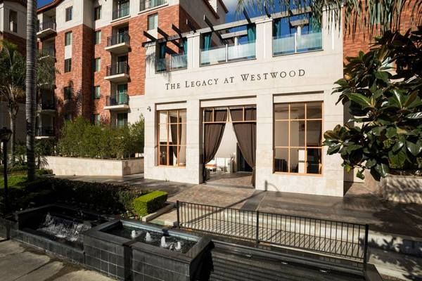 The sample exterior at Bedford Corporate Housing's property in Westwood Wilshire Corridor. For the best Furnished Apartments in Los Angeles, contact Bedford.