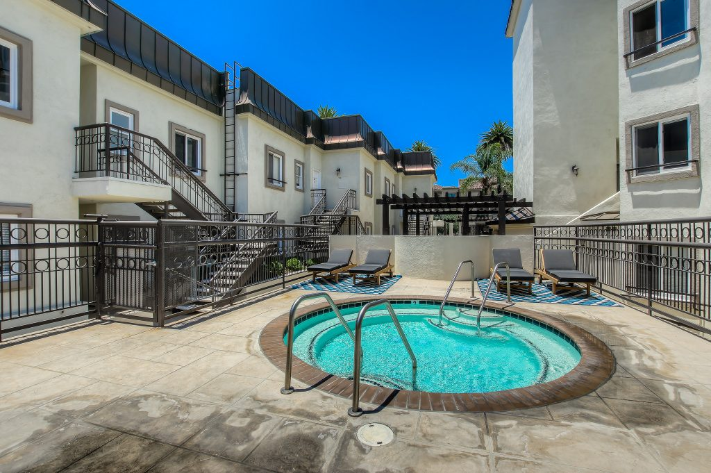 Outdoor luxuries included with every unit at Bedford Corporate Housing's property in Beverly Hills near Cedars Sinai. For the best short term Rentals in Los Angeles, contact Bedford.