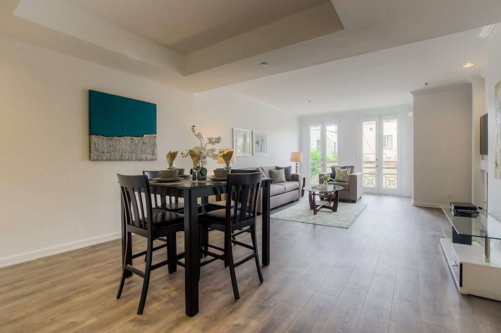 Furnished kitchen in every unit at Bedford Corporate Housing's property in Beverly Hills near Cedars Sinai. For the best short term rental in Los Angeles, contact Bedford.