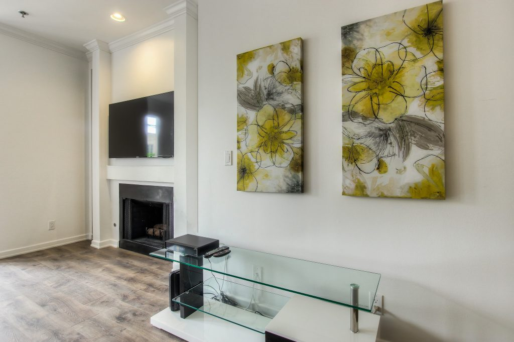 Beautiful furnished living room in every unit at Bedford Corporate Housing's property in Beverly Hills near Cedars Sinai. For the best Short Term Apartments in Los Angeles, contact Bedford.