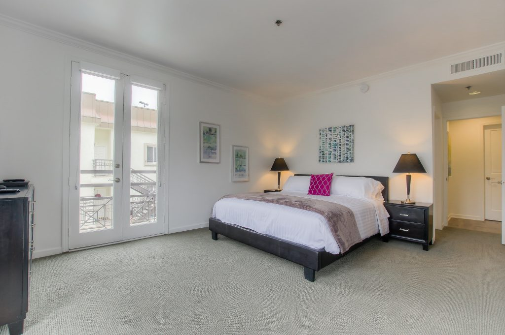 Furnished bedroom in every unit at Bedford Corporate Housing's property in Beverly Hills near Cedars Sinai. For the best short term lease in Los Angeles, contact Bedford.