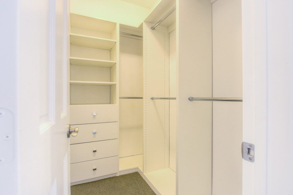 Spacious walk-in closets in every unit at Bedford Corporate Housing's property in Beverly Hills near Cedars Sinai. For the best furnished apartments in Los Angeles, contact Bedford.