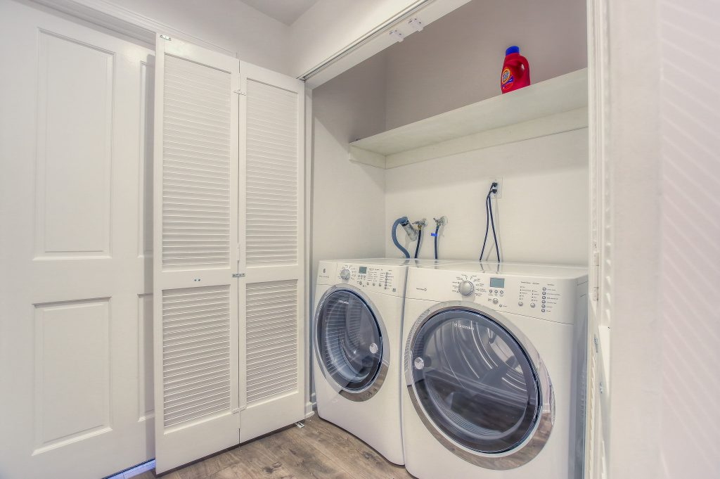 Laundry and amenities in every unit at Bedford Corporate Housing's property in Beverly Hills near Cedars Sinai. For the best Temporary Housing in Los Angeles, contact Bedford.