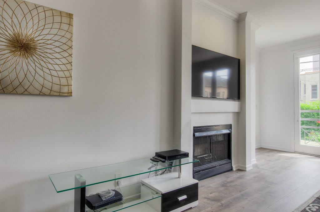 Spacious modern living room in every unit at Bedford Corporate Housing's property in Beverly Hills near Cedars Sinai. For the best furnished rentals in Los Angeles, contact Bedford.