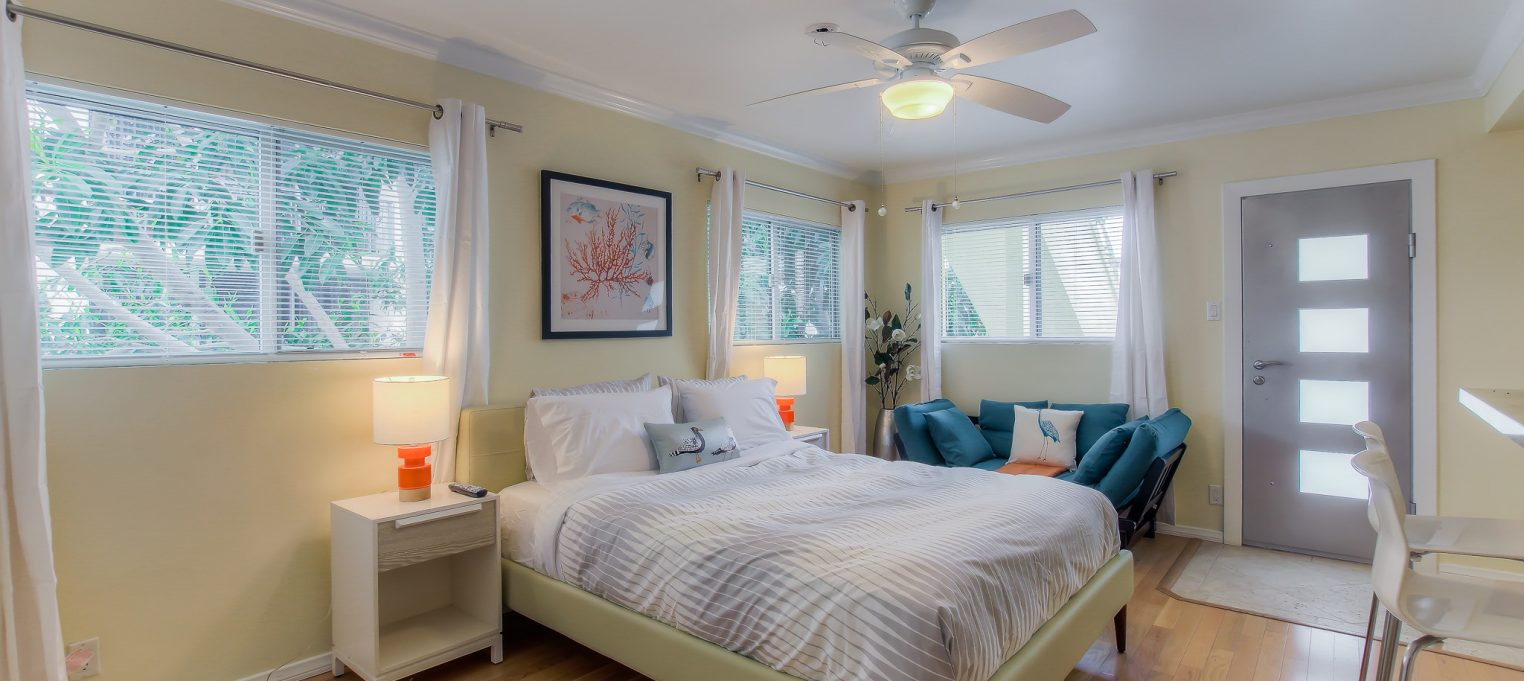 Beautiful, furnished interiors in every unit at Bedford Corporate Housing's property in Santa Monica. For the best Furnished Apartments in Los Angeles, contact Bedford.