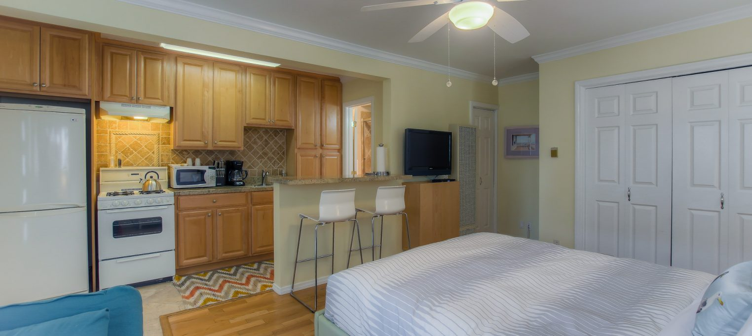 Furnished bedrooms in every unit at Bedford Corporate Housing's property in Santa Monica. For the best Short Term Lease in Los Angeles, contact Bedford.
