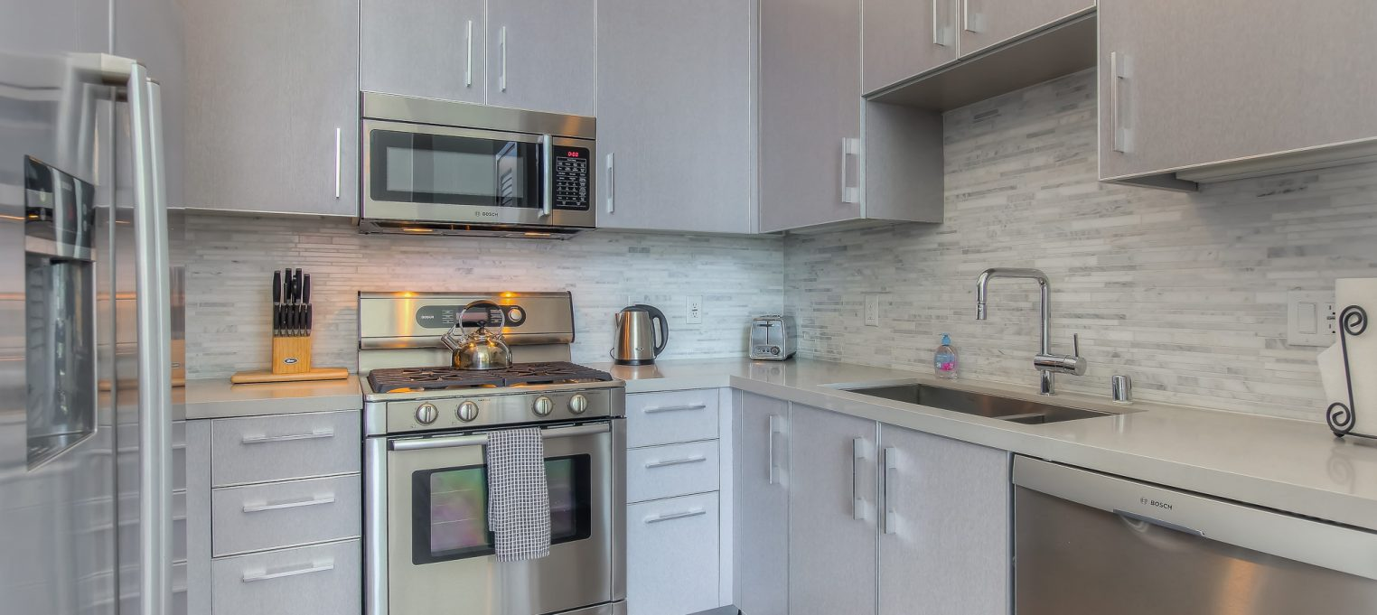 Furnished kitchens in every unit at Bedford Corporate Housing's property in Brentwood. For the best Corporate Housing in Los Angeles, contact Bedford.