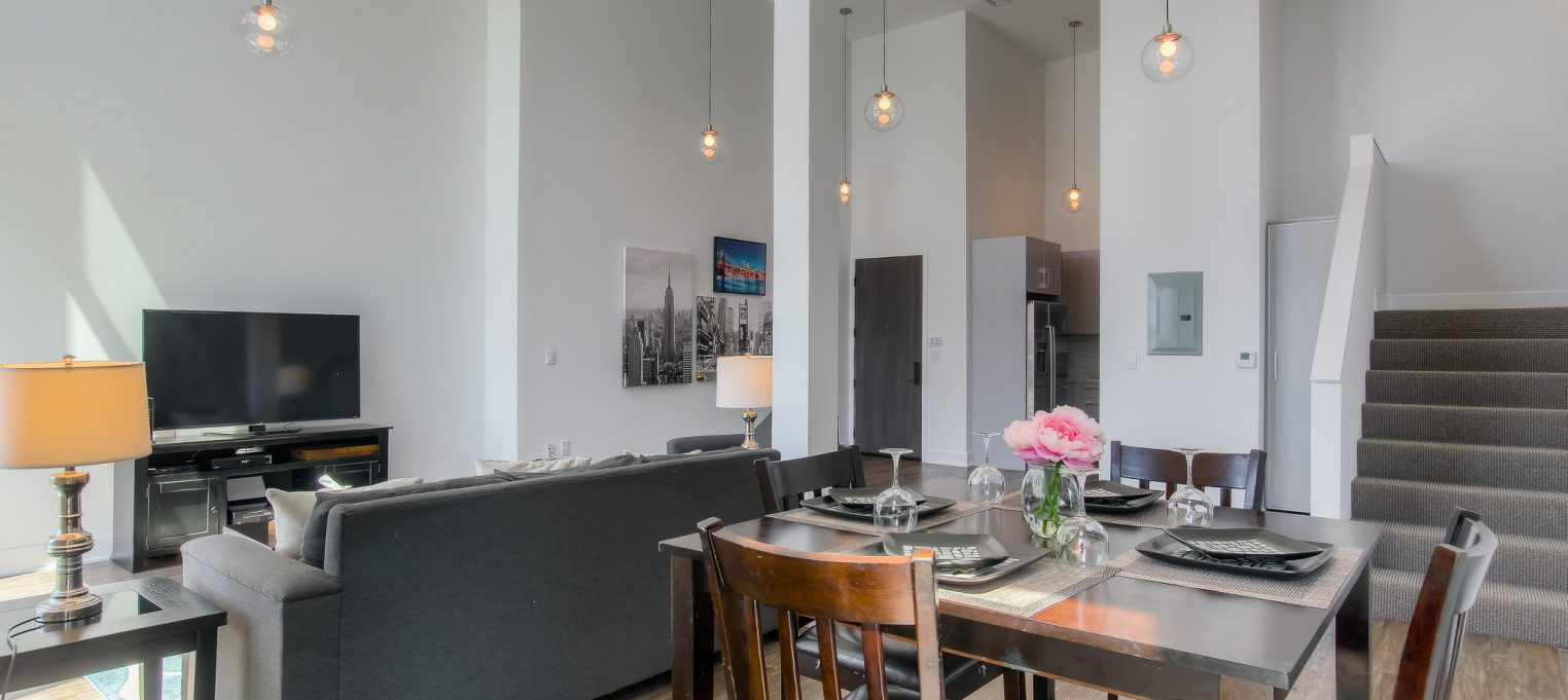 Modern, furnished, spacious interiors in every unit at Bedford Corporate Housing's property in Brentwood. For the best Corporate Apartments in Los Angeles, contact Bedford.