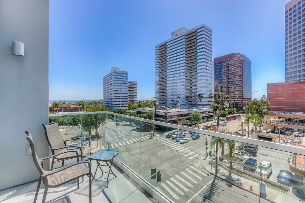 Beautiful apartment exteriors and views at Bedford Corporate Housing's property in Brentwood. For the best corporate apartments in Los Angeles, contact Bedford.